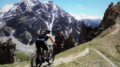 E-mountain biking - Discover the best trails and learn to pilot your bike in Serre Chevalier Valley - all inclusive ! - Azimut Ski Bike Mountain - www.azimut.ski