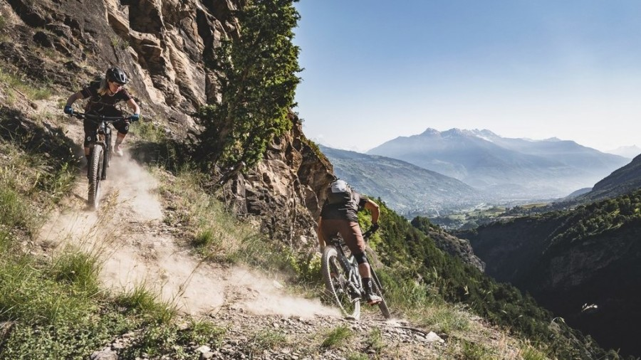 MTB Enduro - Of singletracks, shuttles and chilling out around Serre-Ponçon Lake