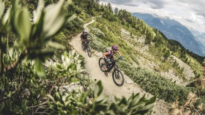 E-bike Enduro Ecrins - an easy-going weekend in mountain biker's paradise - Azimut Ski Bike Mountain - www.azimut.ski