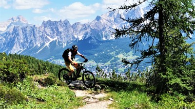 E-bike Enduro - Singletracks des Dolomites - Azimut Ski Bike Mountain - www.azimut.ski