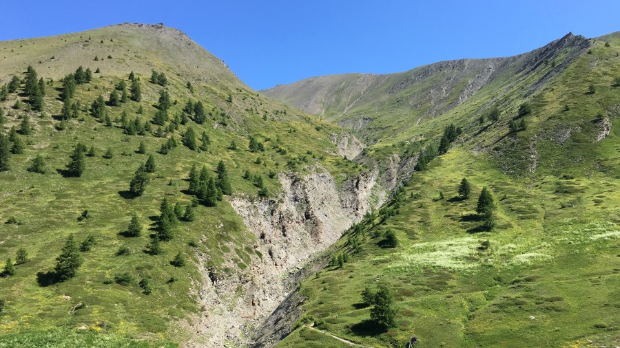 E-bike Enduro - a short break on the ultimate singletracks - in the sunny French Alps
