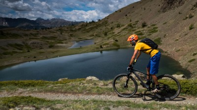 Discover the best Mountain Bike trails and learn to pilot your bike in Serre Chevalier Valley - Azimut Ski Bike Mountain - www.azimut.ski